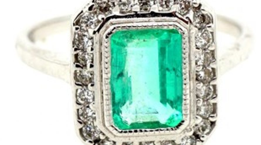 18 K WHITE GOLD DIAMOND AND EMERALD RING