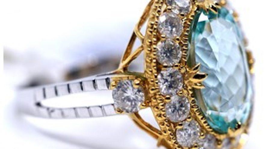 9K WHITE & YELLOW GOLD AQUAMARINE AND DIAMOND RING
