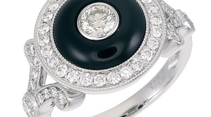 18K WHITE GOLD ONXY AND DIAMOND ROUND TYPE RING